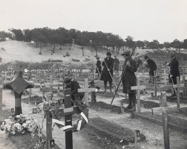 WAACs tending graves at the Etaples Military Cemetery, 1918