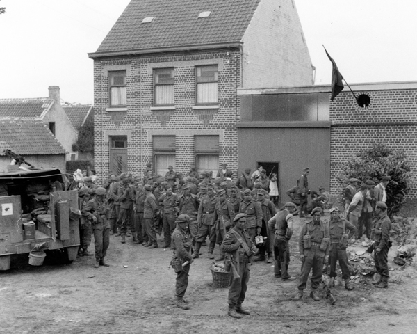 Men of the King's Royal Rifle Corps collecting prisoners north of Oudenarde, 5 September 1944