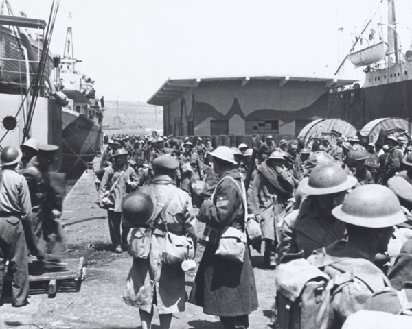 Commonwealth troops evacuate Greece, 1941