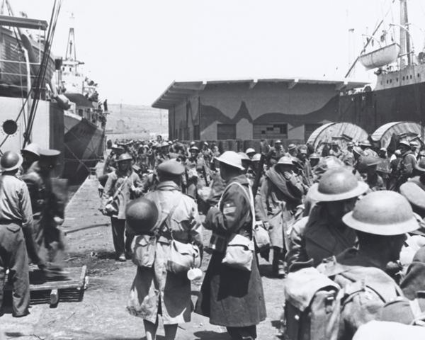Commonwealth troops evacuate Greece, 1941