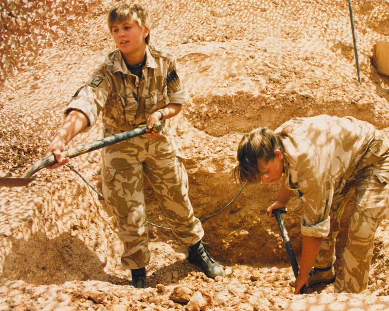 WRAC women dig in during the Gulf War, 1990