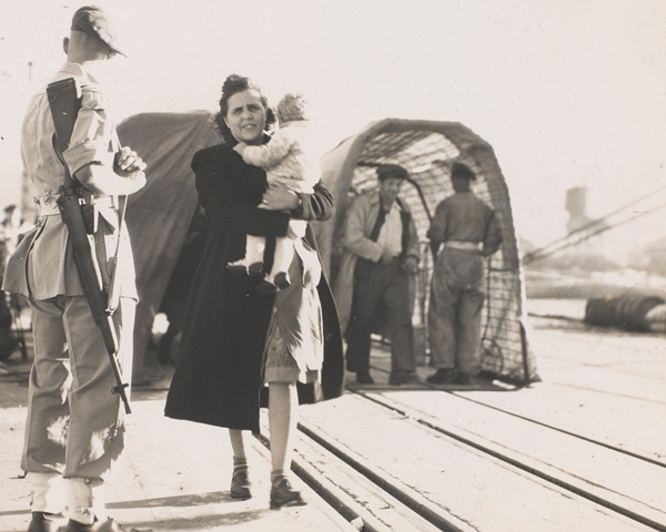 Jewish refugees disembarking, Palestine, c1947
