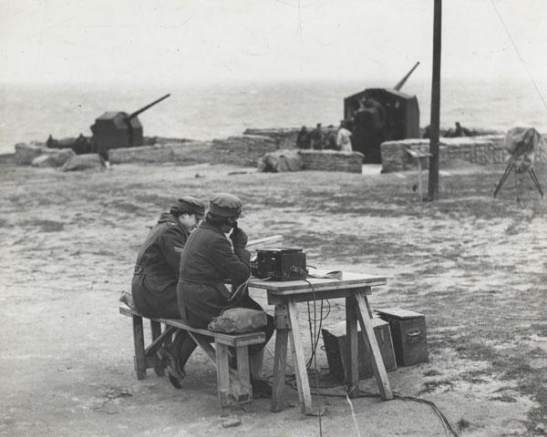 ATS personnel at an anti-aircraft gun station, 1942