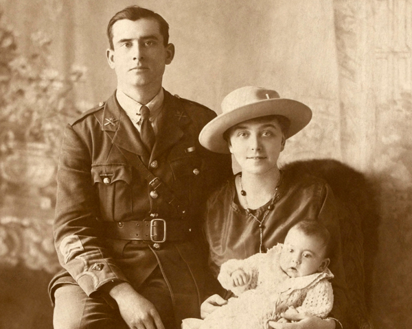 Second Lieutenant Holly Chrismas, Machine Gun Corps, with his wife Ada and son Eric, 1918
