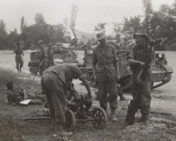 British troops examine a North Korean Maxim machine gun captured during their advance from the Pusan bridgehead in September 1950
