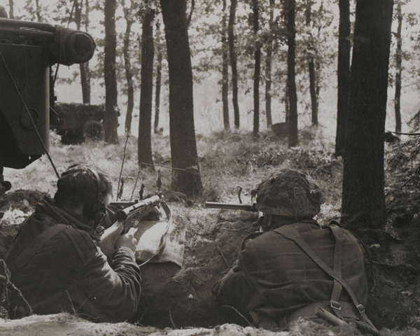 Troops dug in at 1st Airborne Division's Oosterbeek Headquarters, 18 September 1944