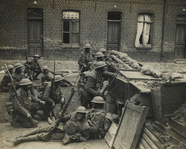 Soldiers from The Duke of Cambridge's Own (Middlesex Regiment) at a street barricade, Spring 1918