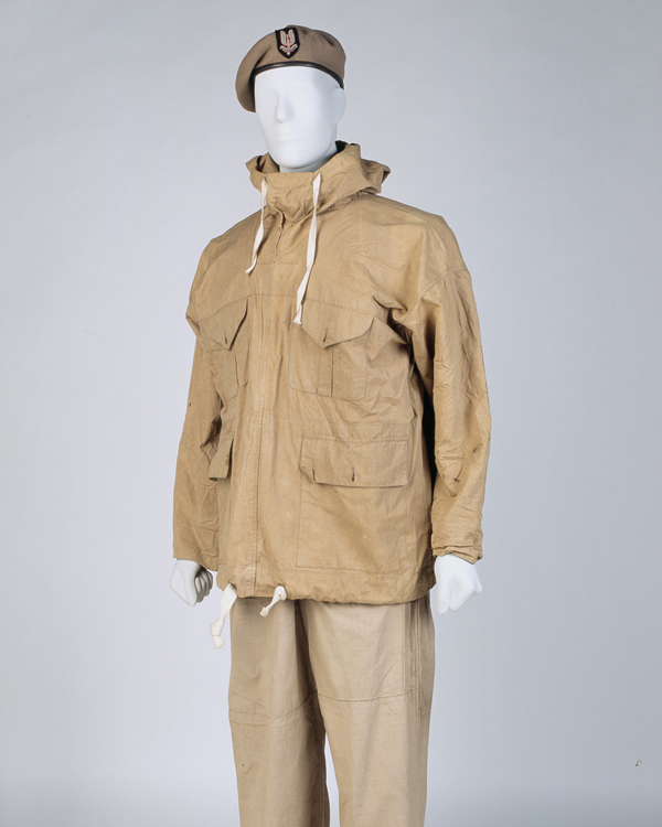 Beret, smock and trousers worn by a Special Air Service soldier, c1943
