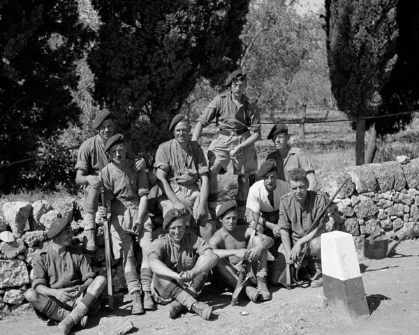 Troops of 1st Airborne Division near Syracuse, Sicily, 1943