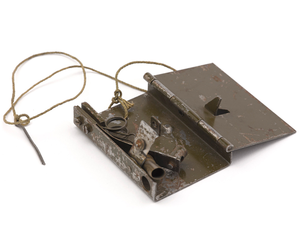 No 6 hinge-type release switch for use as a booby trap, 1942