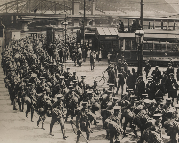 Soldiers marching through Birmingham train station, 1914