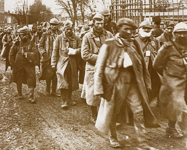 Wounded French soldiers arrive at Verdun railway station, 1916