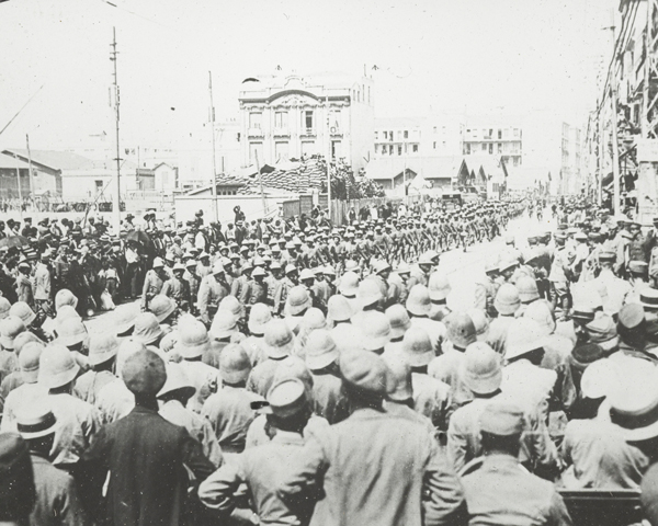 The Italian 35th Infantry Division marching through Salonika, August 1916