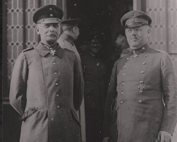 General Erich von Falkenhayn and his chief of staff, Colonel Hans Hesse, 1916