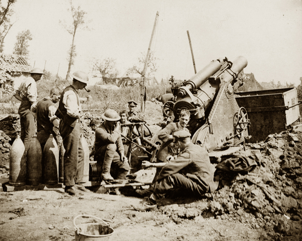 Gunners take a break during the bombardment of Zonnebeke, 1917