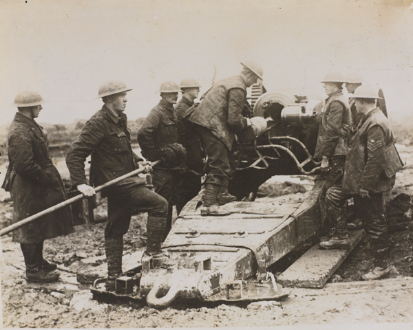 Loading an 8-inch howitzer, 1917
