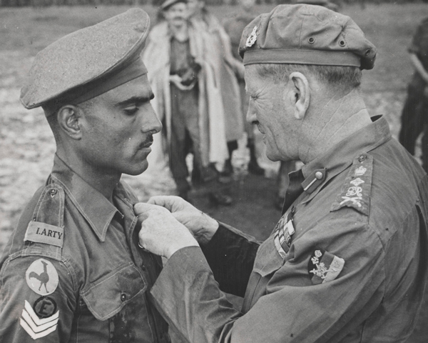 Havildar Mohan Lal receiving the Indian Distinguished Service Medal from General Sir Claude Auchinleck, 1944
