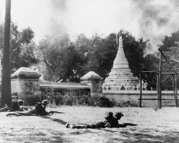 Soldiers take cover during the battle for Meiktila, March 1945