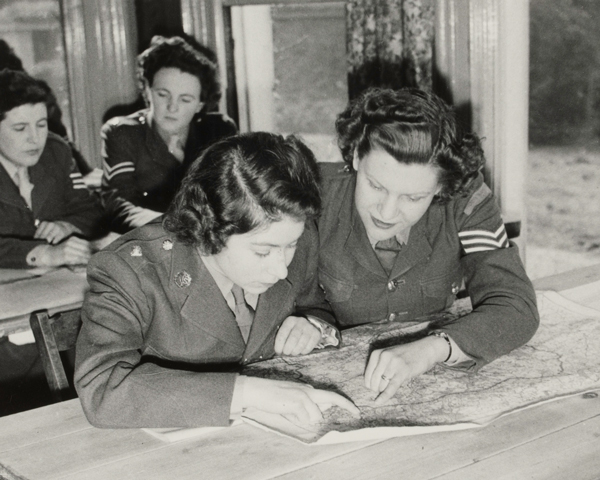 Princess Elizabeth at a map reading class, 1945