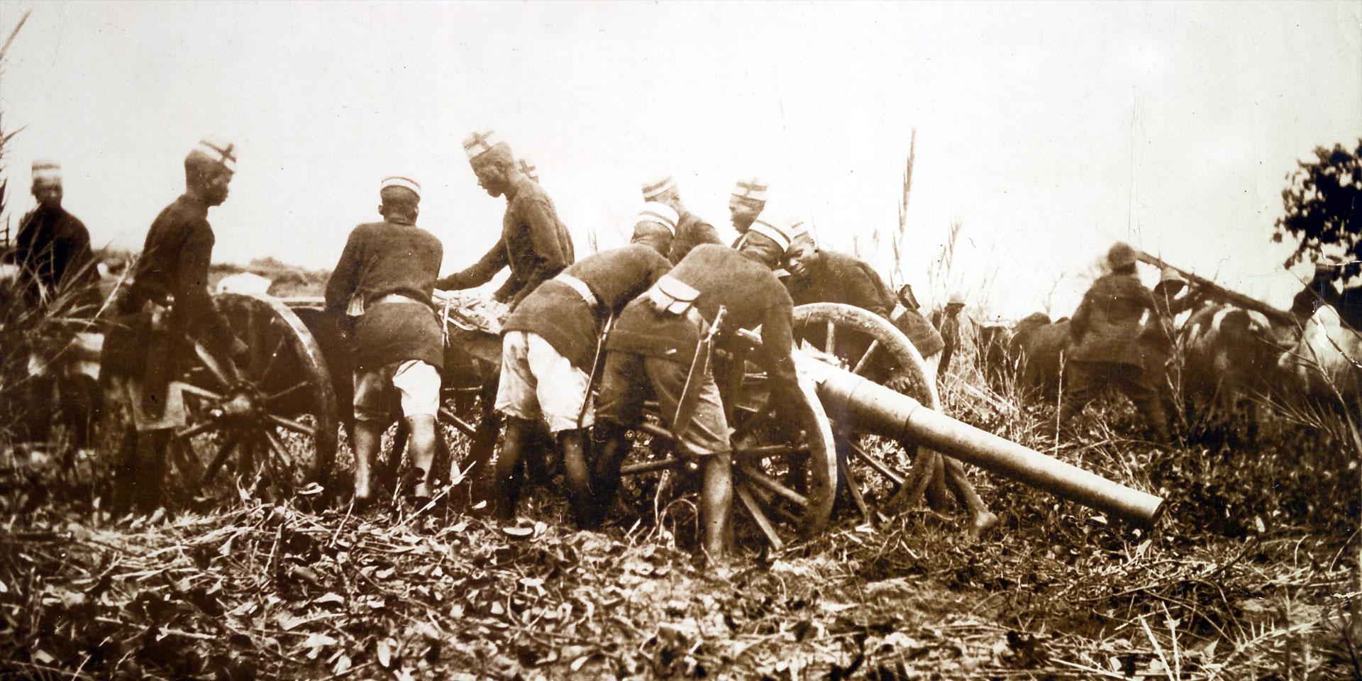 Askaris moving a field gun into position, c1914