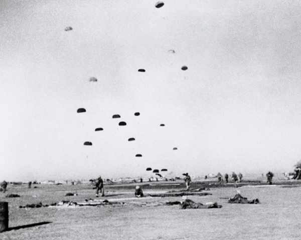 Men of the 3rd Battalion, The Parachute Regiment, take up positions around on El Gamil airfield, 1956