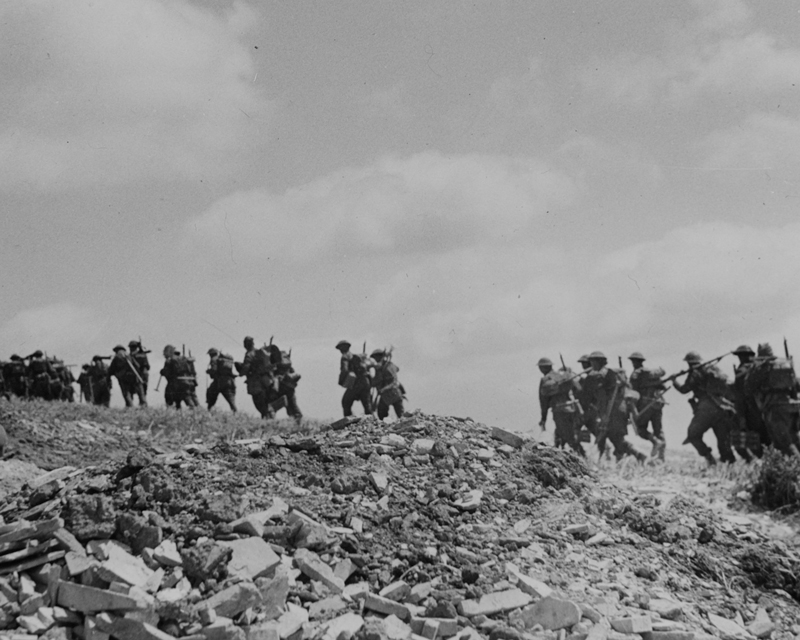 1st Battalion The East Surrey Regiment moving up to the front line during the attack on Recce Ridge, Tunisia, 1943
