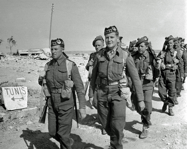 Men of The Gordon Highlanders advance on Tunis, 1942