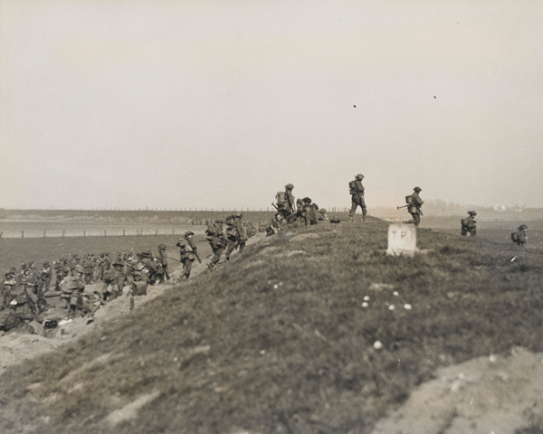 The Gordon Highlanders advance over the flood bank of the Rhine, 1945