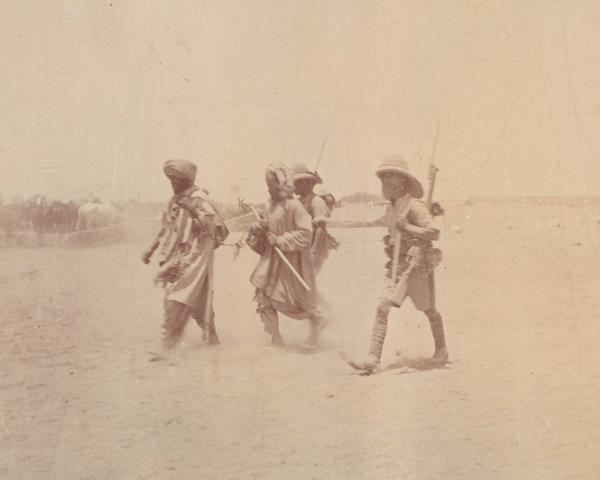British soldiers escort Afghan prisoners, 1919