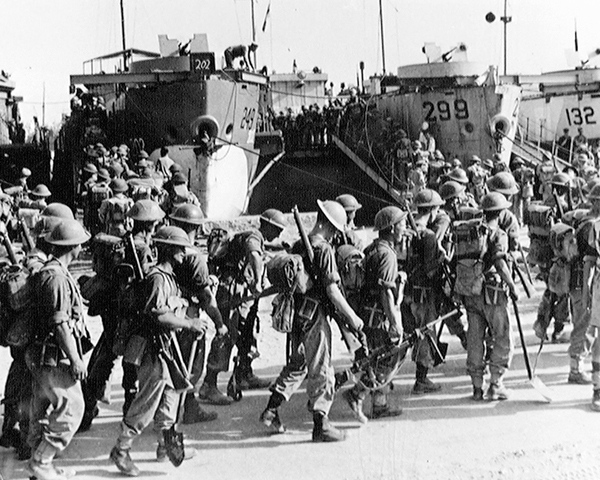 2nd Battalion The Seaforth Highlanders embarking at Sousse, 1943