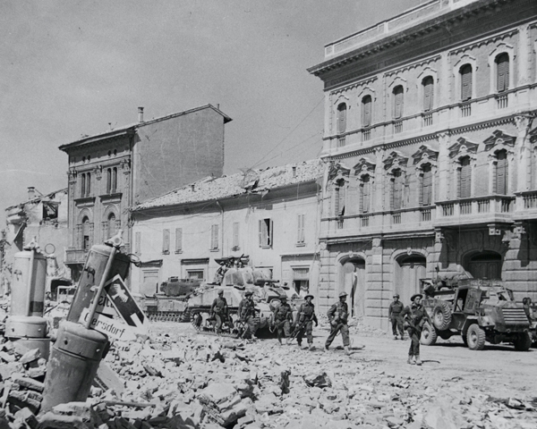 The 5th Northamptonshire Regiment in Portomaggiore, April 1945
