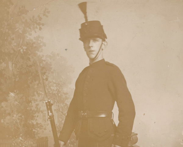 A private of the Cameronians (Scottish Rifles) in full dress, 1910