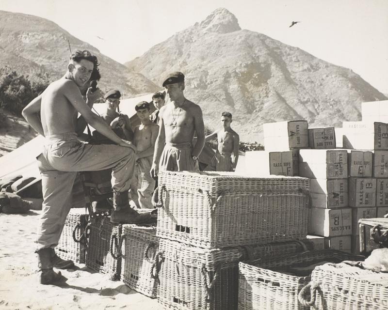Durham Light Infantryman guarding the Western Aden Protectorate, 1957