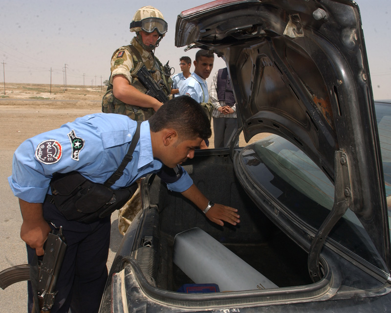 British soldiers and Iraqi police at a vehicle checkpoint, 2005