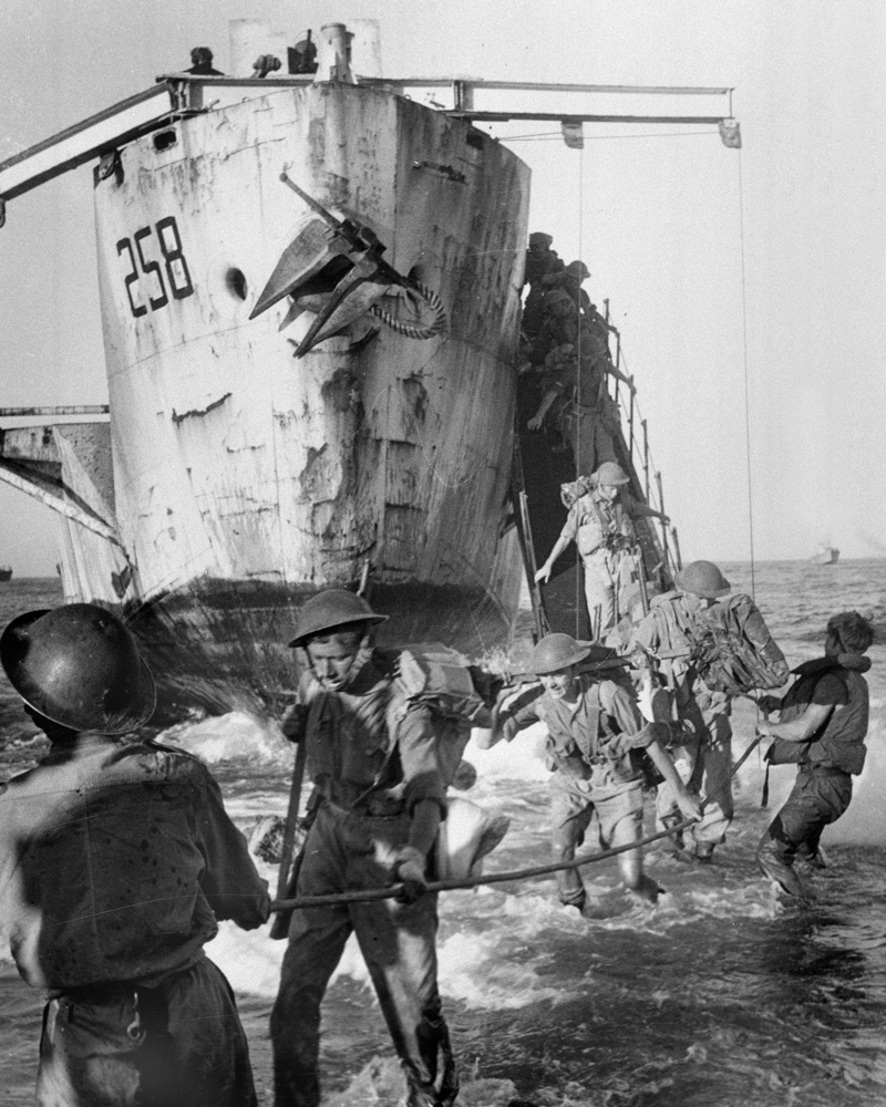 British troops landing on Sicily, July 1943