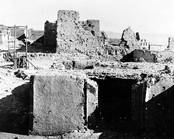 The gallows erected by Roberts in the Residency's ruins, 1879