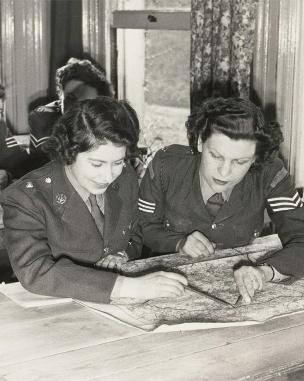 Princess Elizabeth at map reading class, 1945