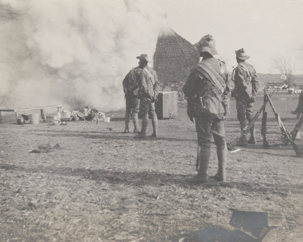The City Imperial Volunteers burning a Boer farm at Frederickstrad, 1901