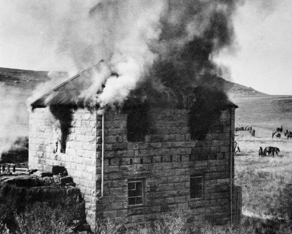 Burning a Boer farm, 1901