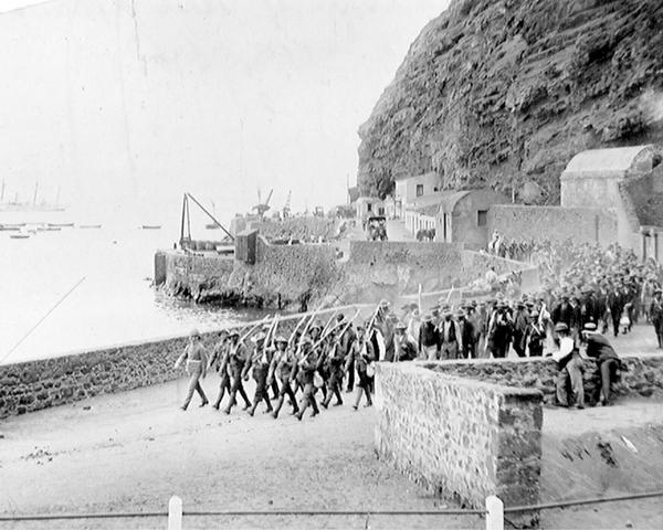 Boer prisoners of war arriving on St Helena, 1901