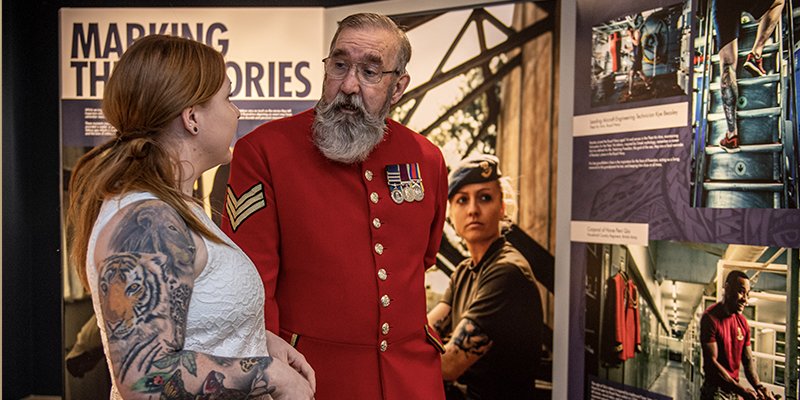 Chelsea Pensioner visiting the Tribute Ink exhibition