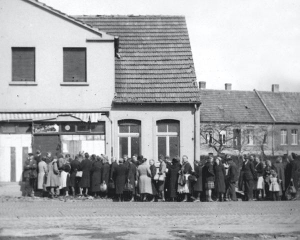 Germans queueing for food in Pinneberg, 1945