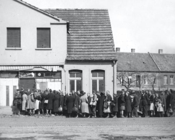 Germans queueing for food in Pinneberg, 1945