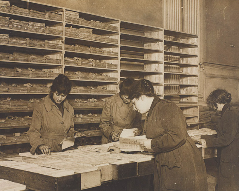WAAC personnel sorting mail in a post room, c1917