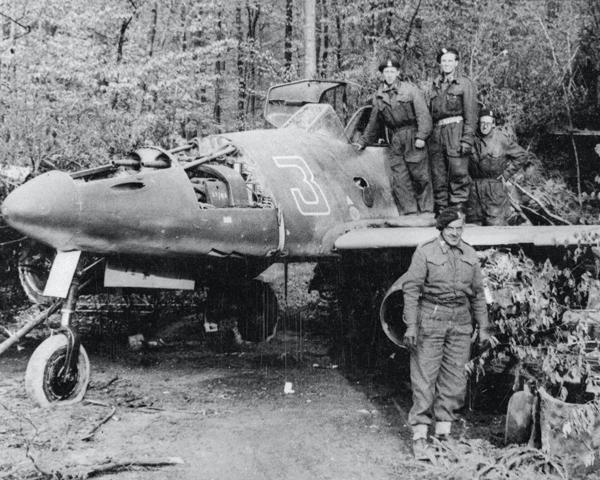 Examining a Messerschmitt Me 262 Schwalbe jet, May 1945