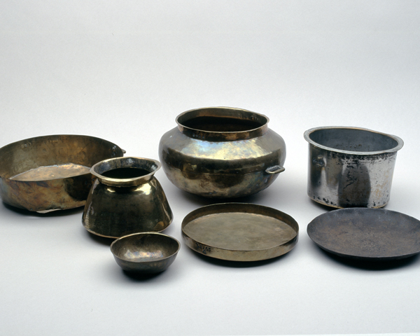 Indian soldiers' cooking and serving bowls, c1890