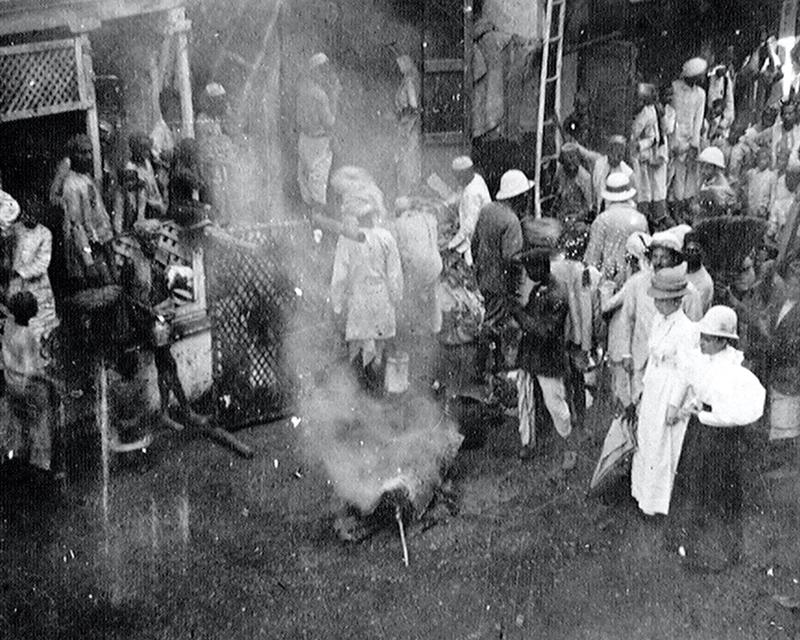 Burning a suspected plague patient's clothes, Bombay 1896