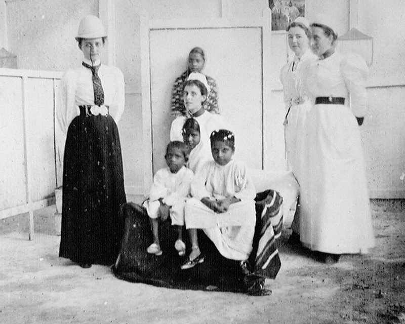 Staff and patients at Wari Bunder Hospital, Bombay, 1896