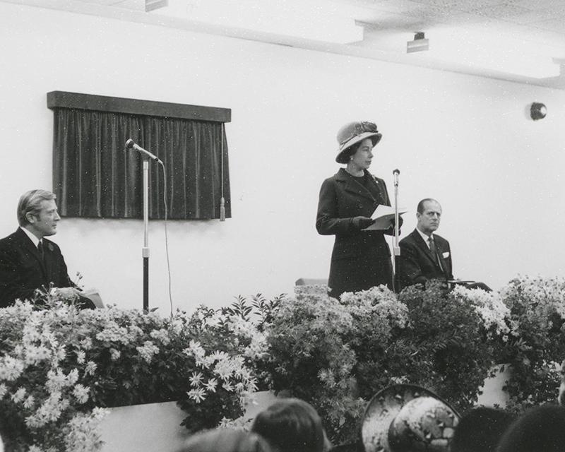 Queen Elizabeth II, Royal Opening, 11 November 1971