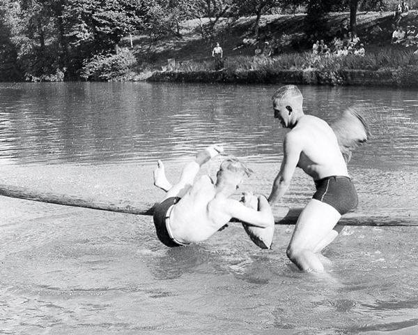 Water sports, 3rd County of London Yeomanry (Sharpshooters), Wiltshire, 1941